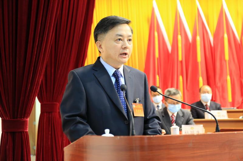 赖经烈代表政协第七届梅州市梅江区委员会常务委员会作工作报告上网.jpg