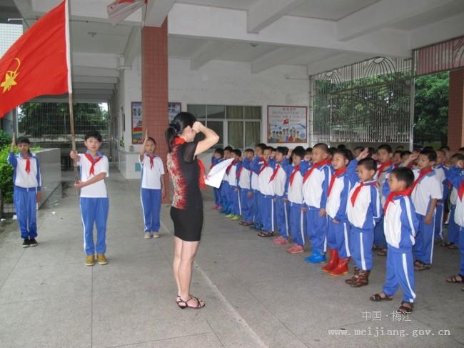 """学校/●乐育小学举行丰富多彩的活动庆祝""""六一""""国际儿童节:一年级..."""