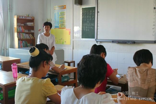 召开新学期辅导员工作会议